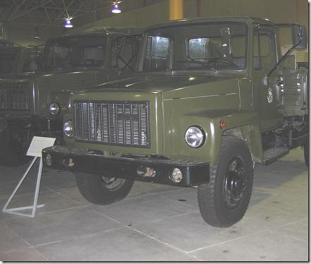 автомобиль ГАЗ-3307 зеленого цвета