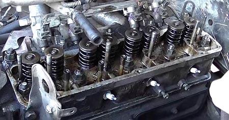 снять крышку клапанов