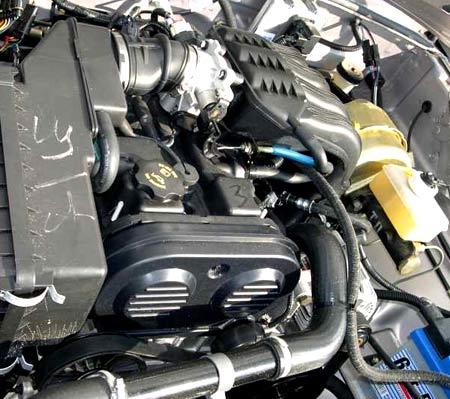 двигатель  Chrysler 2.4 L под капотом