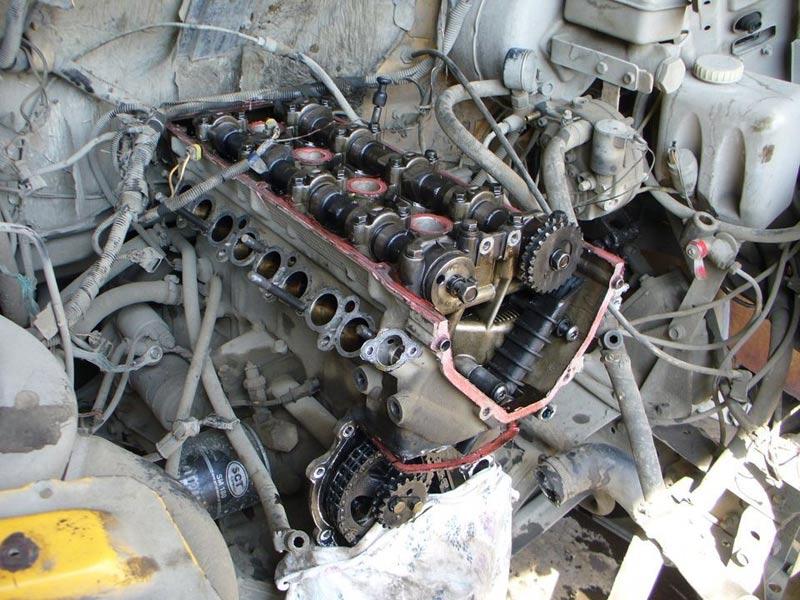 разобранный двигатель